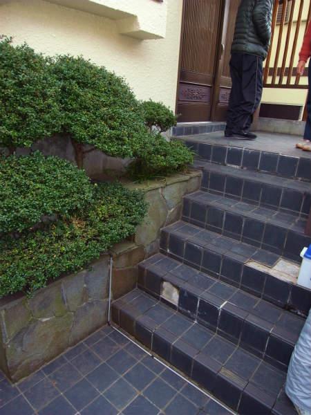 玄関アプローチに手すりの取付(横浜,青葉区,一戸建て)