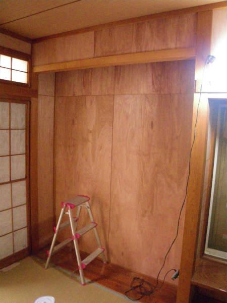 和室の繊維壁にクロスを貼る(横浜・瀬谷区・一戸建て)続き…