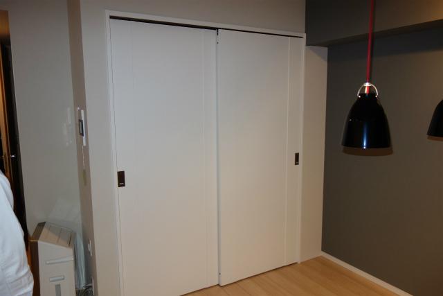 収納扉と枠シート貼り施工後